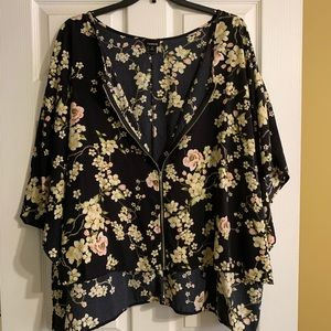Cute kimono with flower details